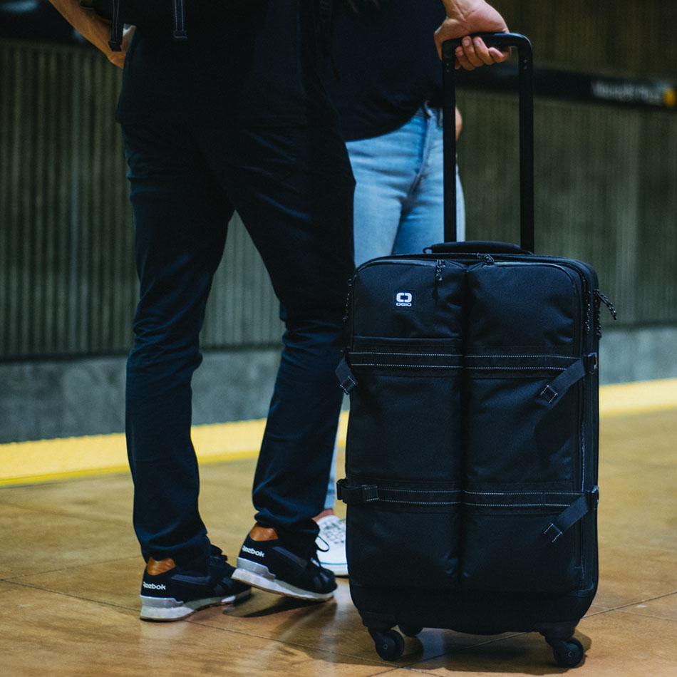 ogio-bags-travel-2019-alpha-core-convoy-526s-lifestyle-2