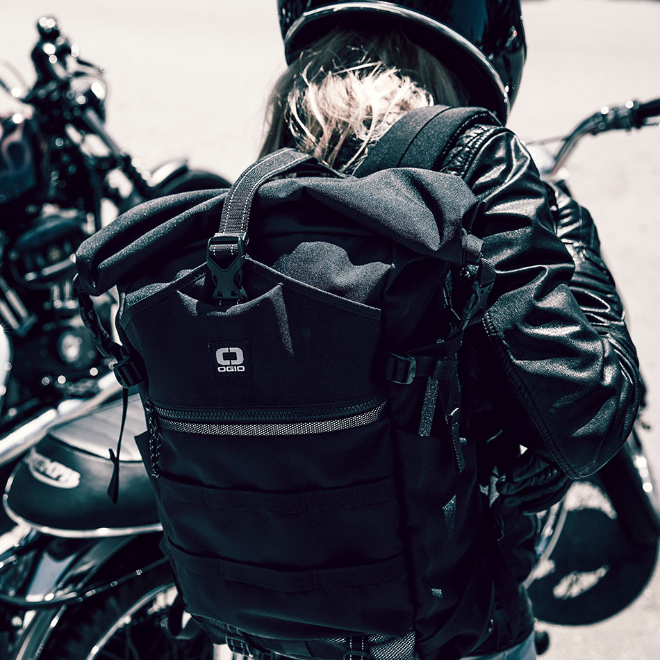 ogio-backpack2019-alpha-core-convoy-525r-lifestyle-1