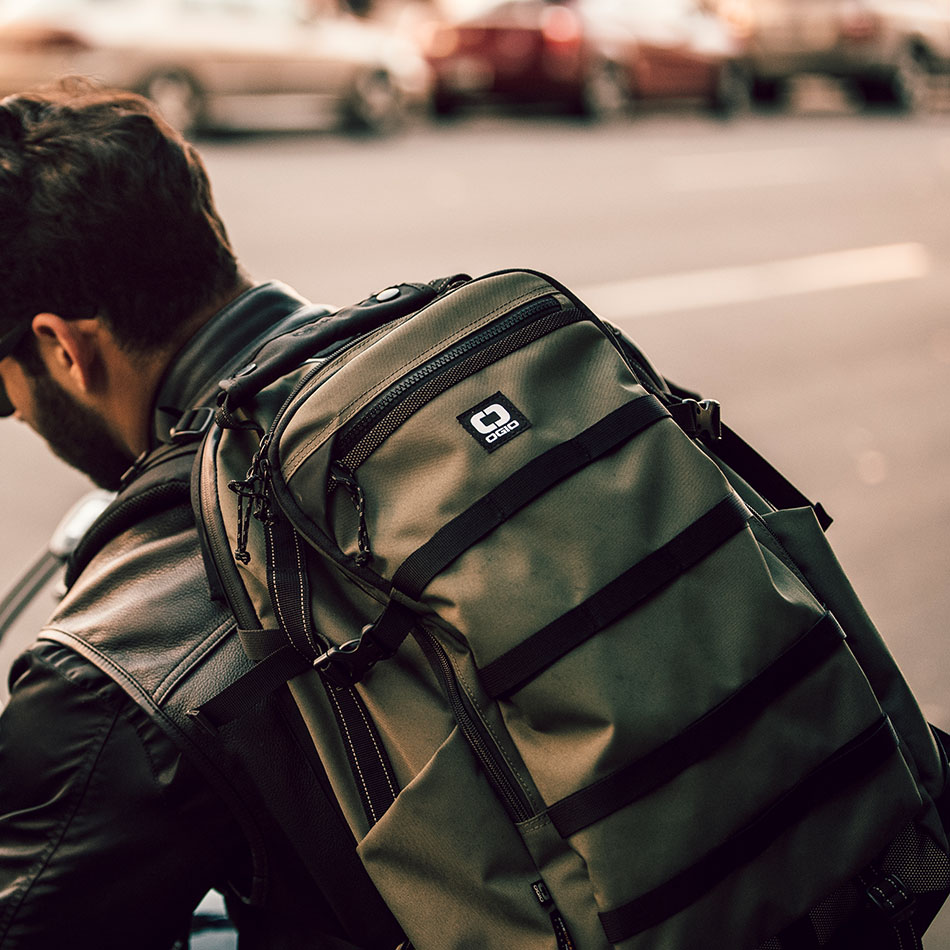 ogio-backpack2019-alpha-core-convoy-525-lifestyle-3