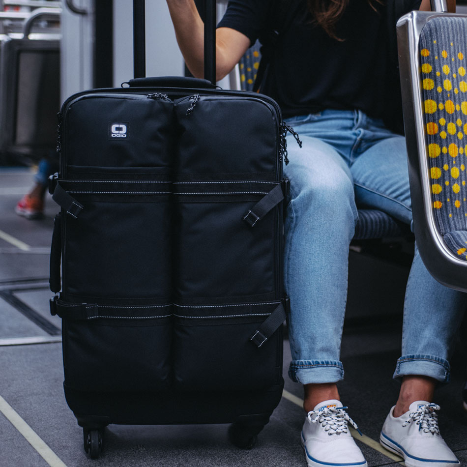 ogio-bags-travel-2019-alpha-core-convoy-526s-lifestyle-3