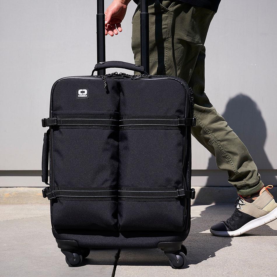 ogio-bags-travel-2019-alpha-core-convoy-520s-lifestyle-2