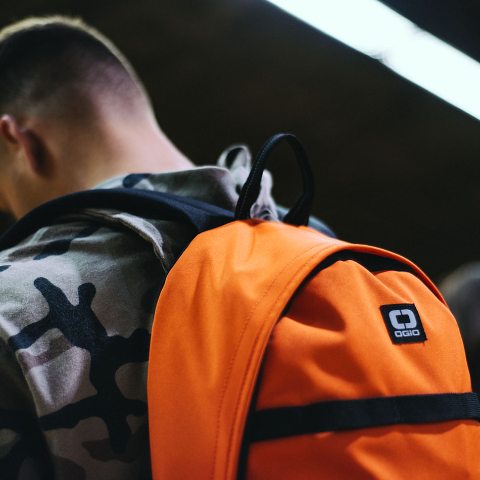 ogio-backpack2019-alpha-core-convoy-120-lifestyle-3