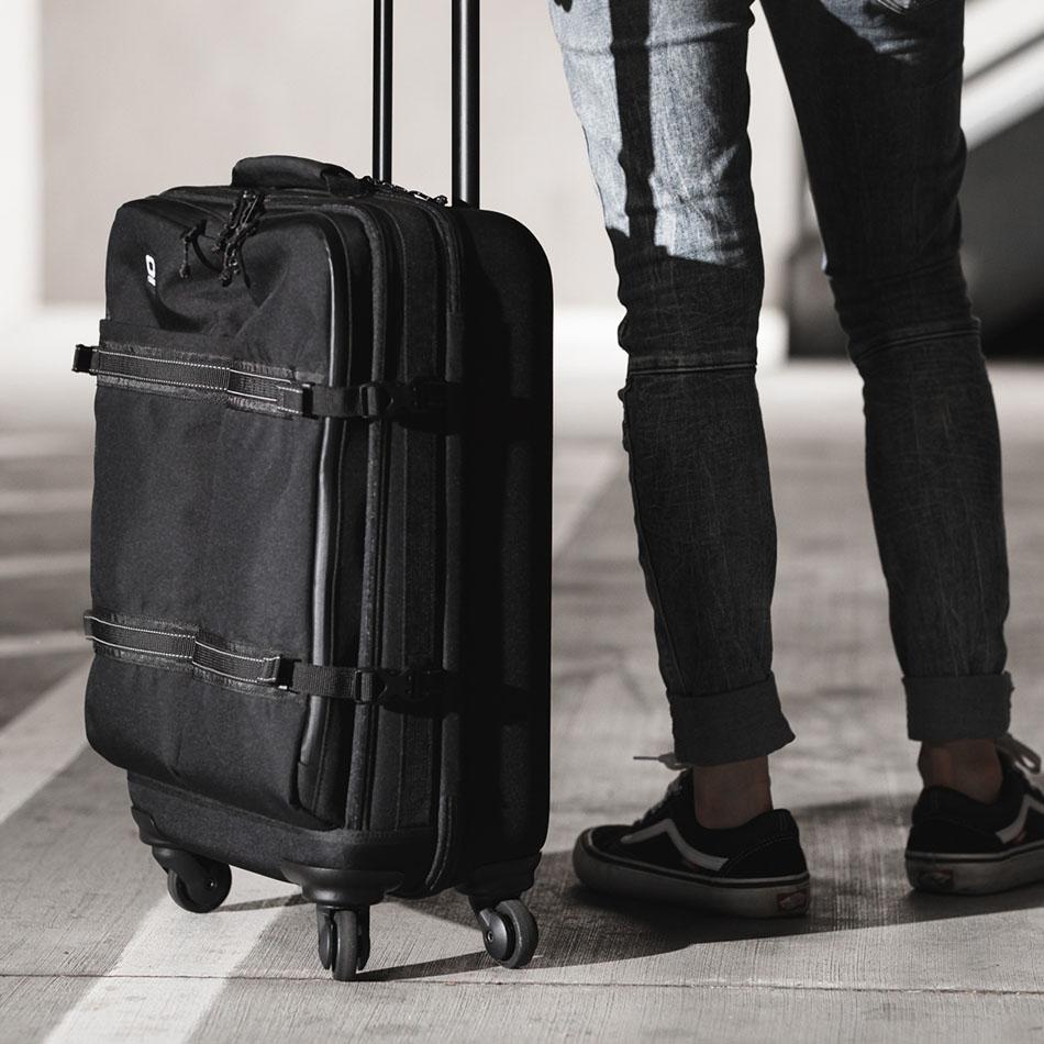 ogio-bags-travel-2019-alpha-core-convoy-520s-lifestyle-1