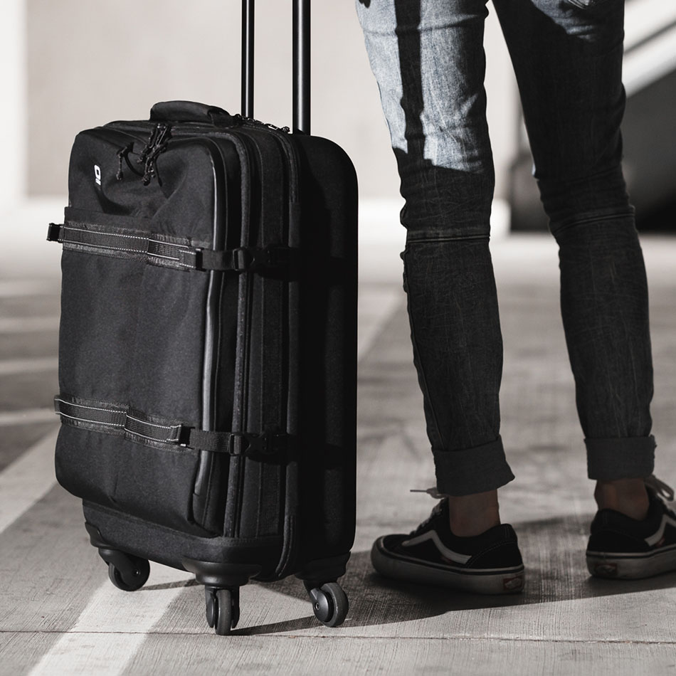 ogio-bags-travel-2019-alpha-core-convoy-520s-lifestyle-1