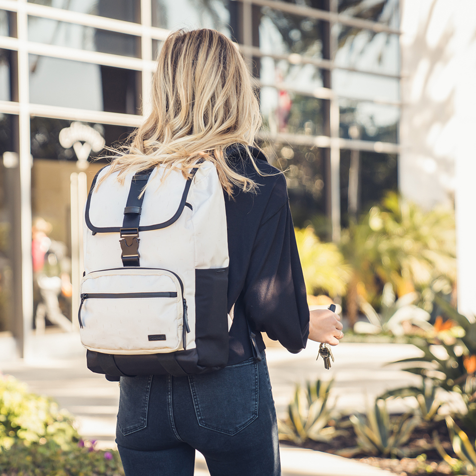 ogio-golf-bags-cart-2019-alpha-convoy-514-lifestyle-1